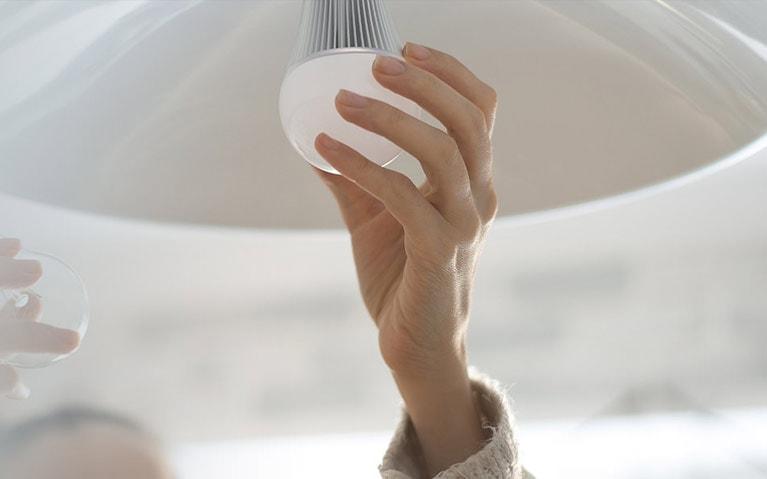iZone smart lighting bulb